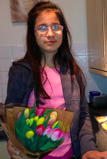 Me dando flores muito especiais: tulipas.